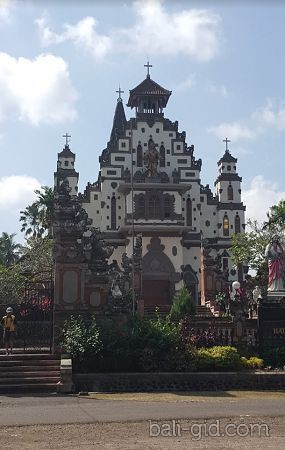 Католическая церковь в Паласари