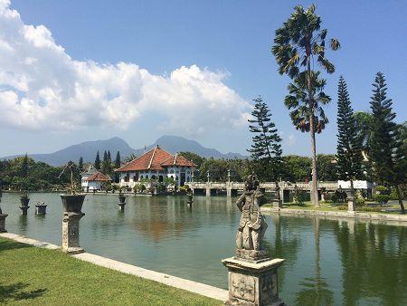 Водный дворец Таман Уджунг