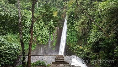 Водопад grojogan sewu - 81 метр водной мощи
