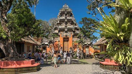 Королевский дворец Убуда (Ubud Water Palace, Пури Сарен Агунг, Puri Saren Ubud)